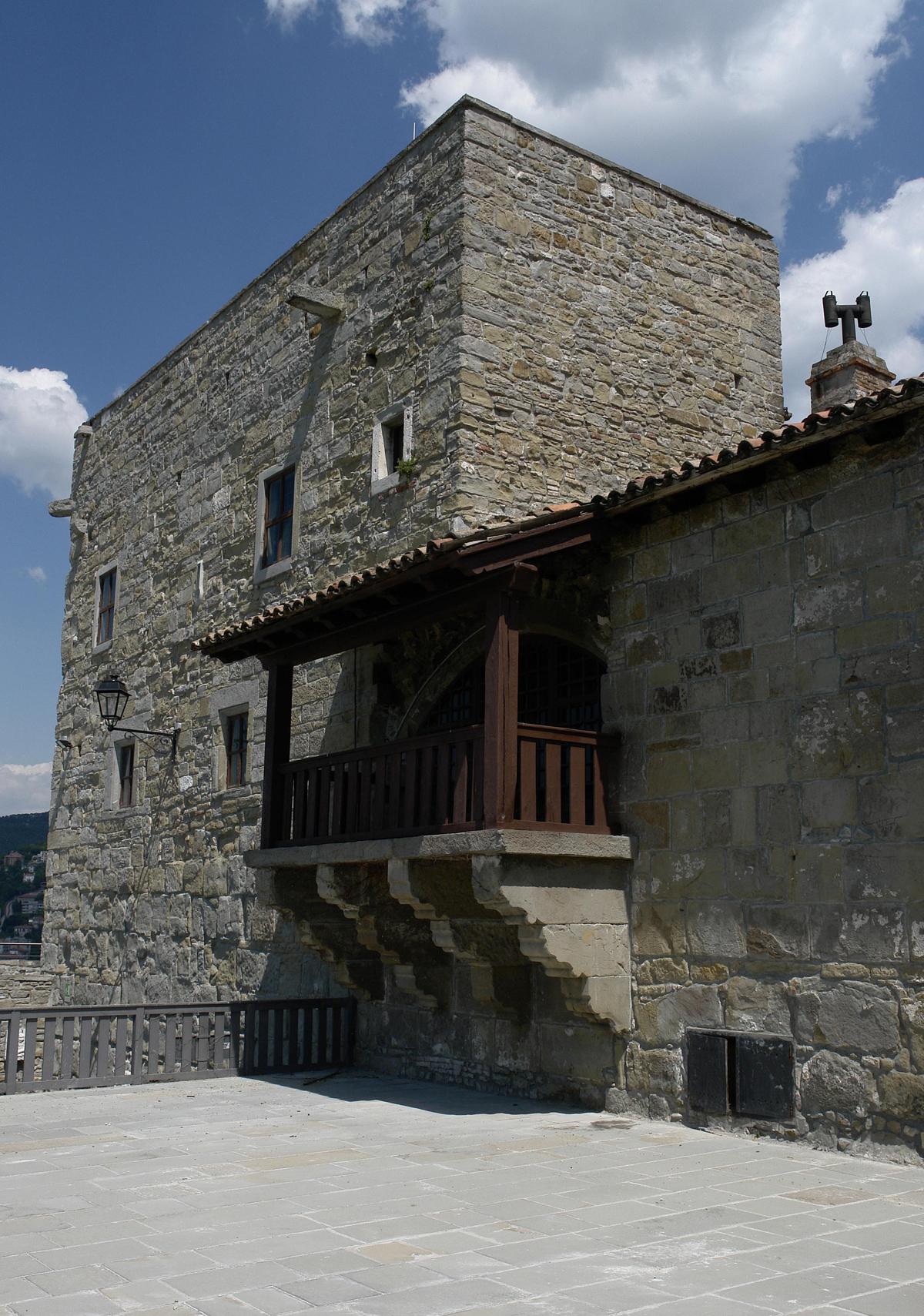 Castello di san giusto comune di trieste for Case del castello francese